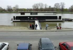 Béke úszóház - béke poraira 2012.