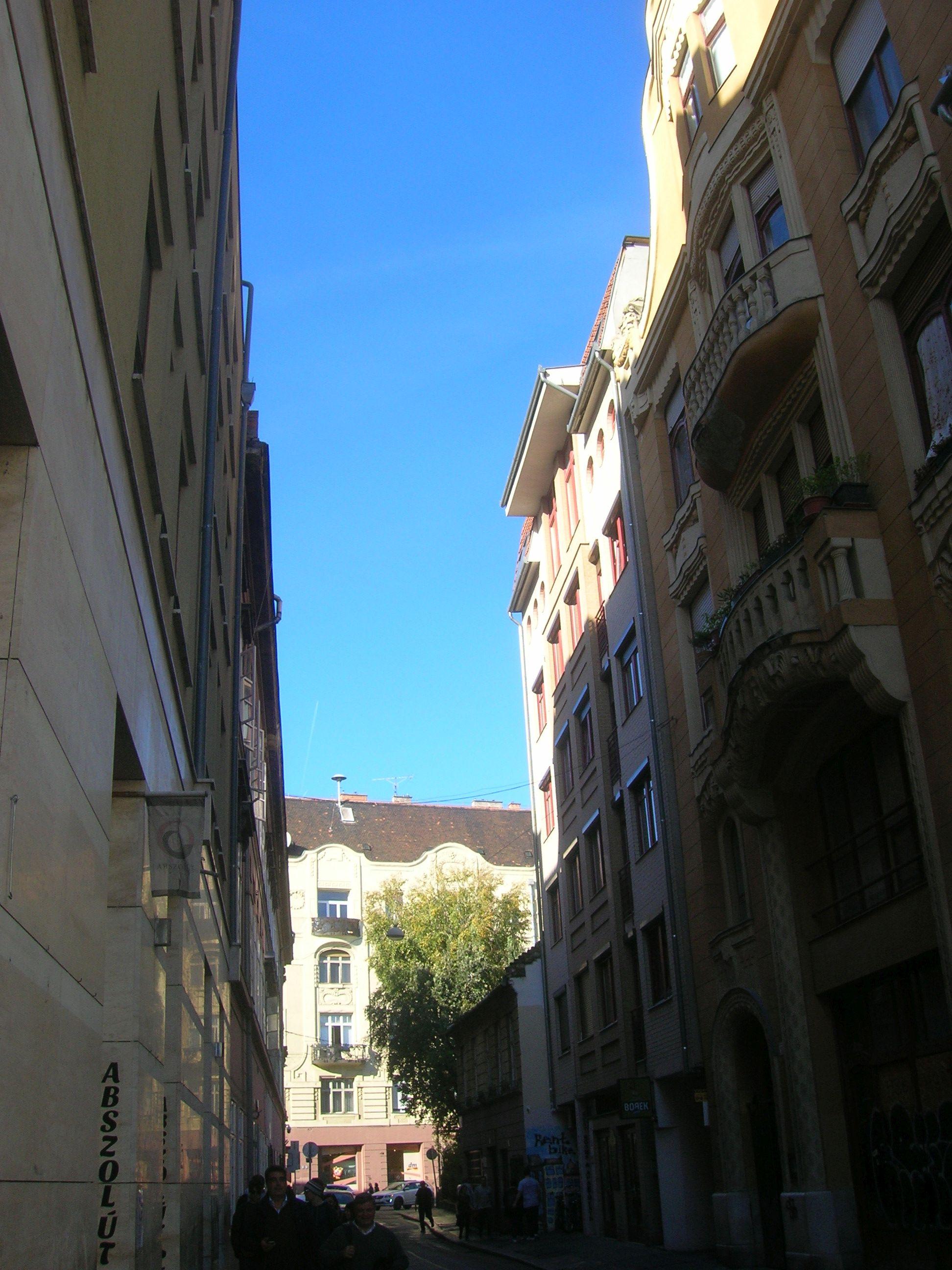 Kazinczy utcában megbújva a Magyar Kártya Háza kép